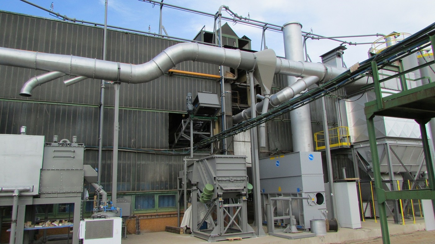 Thermal sand reclamation furnaces