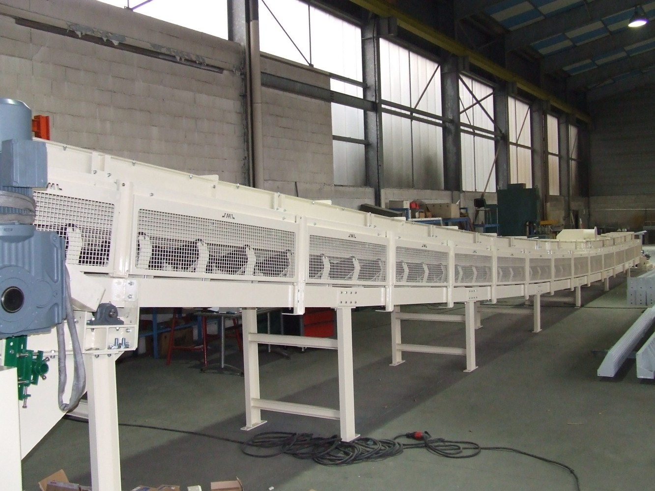 Belt conveyor green sand preparation